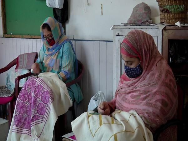 Kashmiri artisans at work (Photo/ANI)