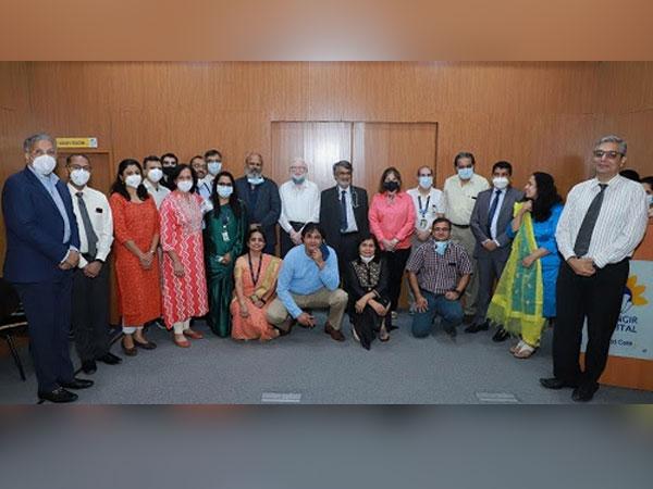 Jehangir Hospital Transplant Team along with Chairman, Jehangir HC Jehangir, and CEO Vinod Sawantwadkar