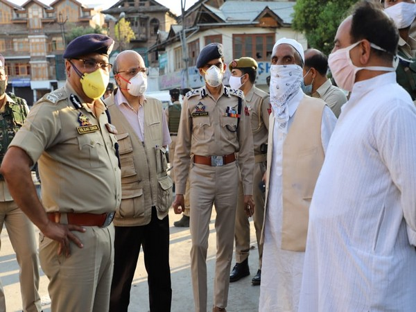 DGP Dilbagh Singh and CS of Jammu and Kasmir B.V. R. Subrahmanyam visiting parts of Seinagar City on Saturday. (Photo/ANI)
