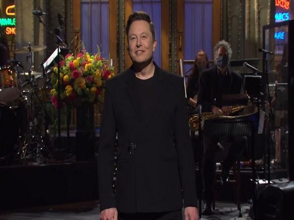 Elon Musk hosting SNL (Image courtesy: YouTube)