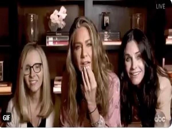 Jennifer Aniston, Courtney Cox, Lisa Kudrow hold mini 'FRIENDS' reunion. (Photo/ Television Academy Twitter)