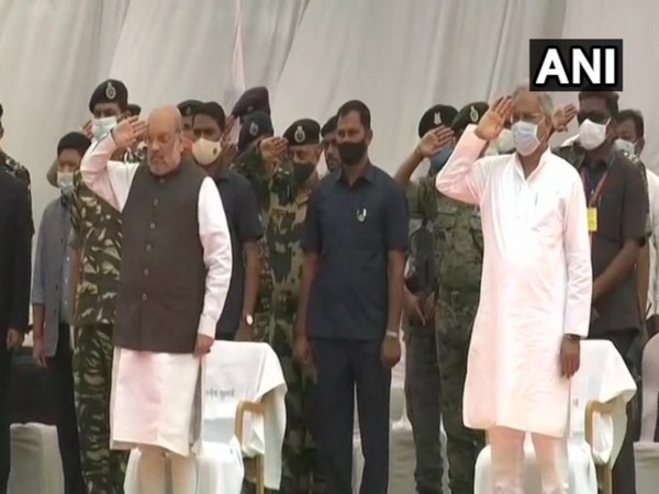 Union Home Minister Amit Shah and Chief Minister Bhupesh Baghel during the wreath-laying ceremony in Jagdalpur.