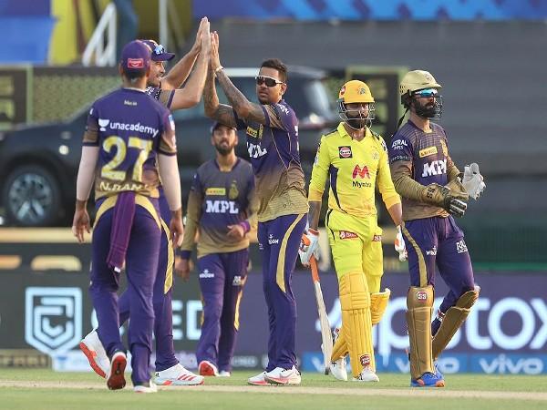 Sunil Narine celebrates the wicket of Ravindra Jadeja (Photo: iplt20.com)
