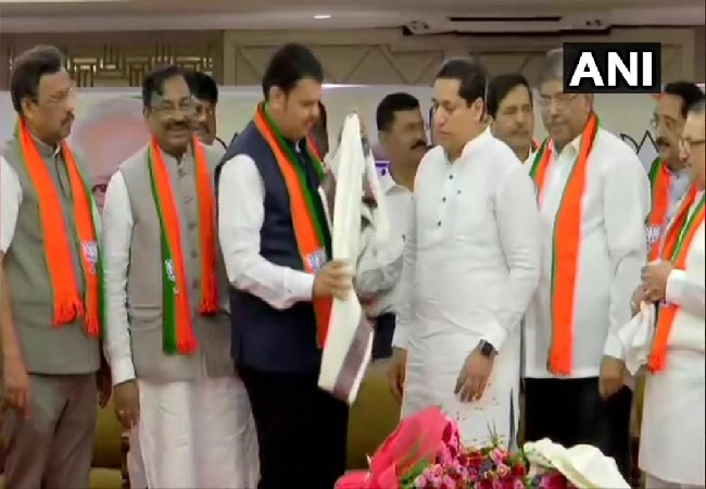 Former NCP and Congress MLAs joining BJP in the presence of Maharashtra Chief Minister Devendra Fadnavis on July 31. Photo/ANI