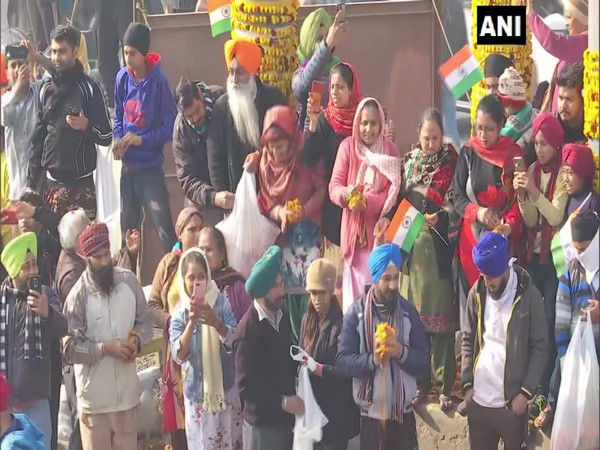 People showering flowers on farmers (Photo/ANI)