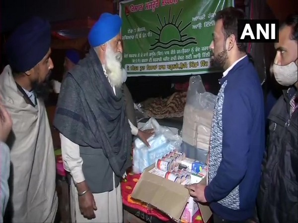 Members of Civilian Welfare Charitable Trust distributed medicines to protesting farmers at Singhu border earlier today (Photo/ANI)