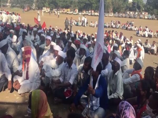 Farmers start marching from Nashik to Mumbai