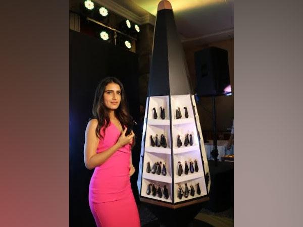 Fatima Sana Shaikh at the 25o2 lipstick unveiling