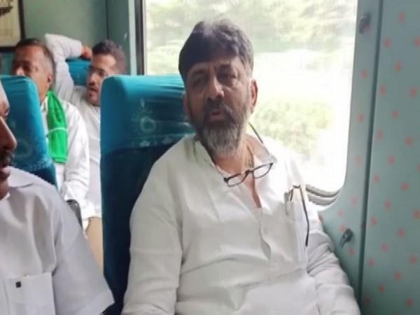 Congress Leader DK Shivakumar traveled to Mysuru in Karnataka in Shatabdi Express on Thursday. Photo/ANI