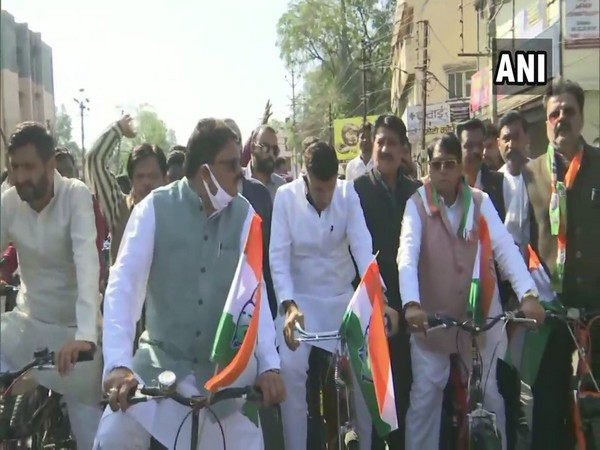 PC Sharma, Jitu Patwari and Kunal Chaudhary ride bicycles to Madhya Pradesh Legislative Assembly in protest against rising fuel prices