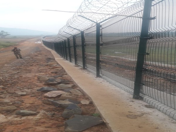 Government of India replacing old fencing with anti-cut fencing at borders