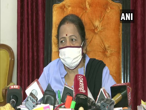 Mumbai Mayor Kishori Pednekar addressing a press meet on Saturday (ANI).