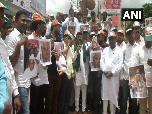 Congress workers staged a protest in Hubli on Wednesday against the Karnataka government's decision of not celebrating Tipu Sultan Jayanti this year. Photo/ANI