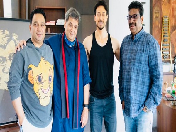 Ahmed Khan, Subhash Ghai, Tiger Shroff, cinematographer Kabir (L to R) (Image source: Twitter)