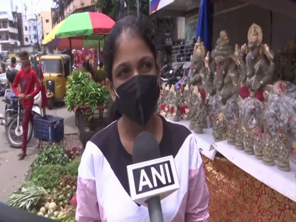 Hasti Savla, customer looking for eco frienly Ganesh Idols (Photo/ANI)