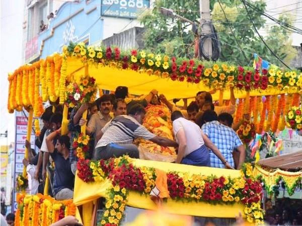 Final rites of the former speaker of Andhra Pradesh Kodela Siva Prasada Rao performed in Andhra Pradesh on Wednesday. Photo/ANI