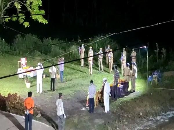 The final rites of Pydikondala Manikyala Rao were performed last night at Tadepalligudem. (Photo/ANI)