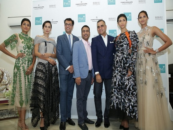 Sachin Jain, President Forevermark India along with Dinesh Jain, MD, PMJ Jewels and Bibhu Mohapatra at the launch of Forevermark Artemis Collection