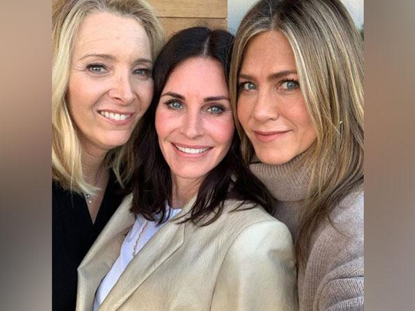 Lisa Kudrow, Courteney Cox and Jennifer Aniston, Image courtesy: Instagram