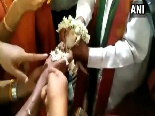 Frogs getting married in Udupi, Karnataka, on Saturday. Photo/ANI
