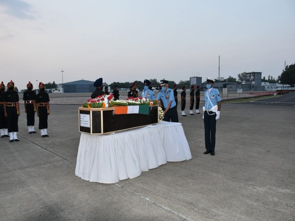 Brigadier Sanjay Saxena lays wreath on the mortal remains of Havaldar Patil Sangram Shivaji in Pune on Sunday. (Photo/ANI)