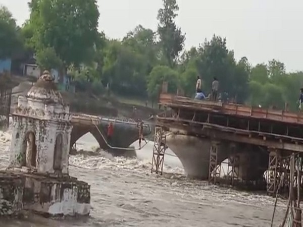 SDRF rescuing people after water level rose in the river in Sagar. (Photo/ANI)