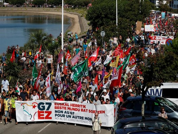 Anti-G7 protesters at a march near the France-Spain border on August 24 (Photo/Reuters)