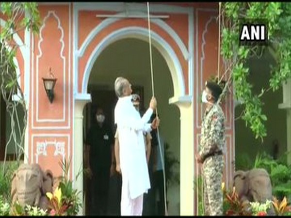 Rajasthan Chief Minister Ashok Gehlot hoists the national flag at his residence in Jaipur on Saturday. [Photo/ANI]
