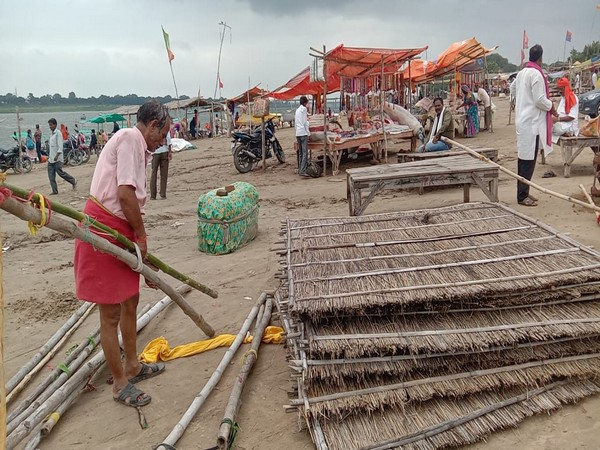 Shopkeepers at low lying areas at Sangam moving to different location due to rise in water level of river Ganga.