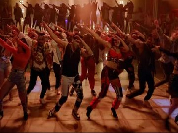 A still from the song 'Garmi' from 'Street Dancer 3D' (Image Source: YouTube)