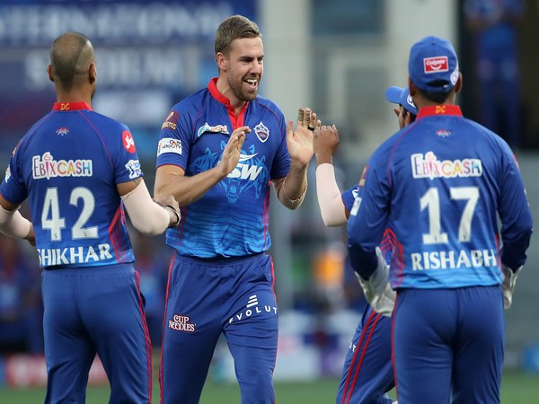 Anrich Nortje celebrating with DC teammates (Photo: Twitter/IPL)