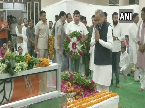 Rajasthan Chief Minister Ashok Gehlot while paying tribute to Rajasthan BJP chief Madan Lal Saini on Tuesday. (Photo:ANI)