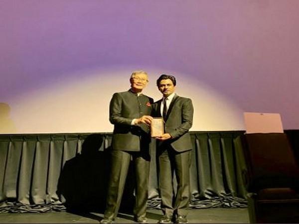 Nawazuddin Siddiqui receiving award from Charles Ho (Image Courtesy: Twitter)