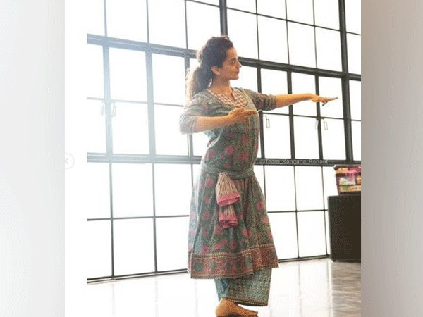 Kangana Ranaut learning Bharatnatyam (Picture courtesy: Instagram)