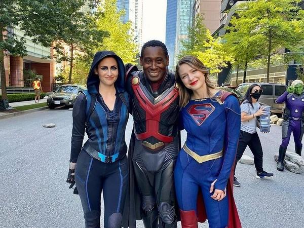 Melissa Benoist with her 'Supergirl' cast members (Image Source: Instagram)