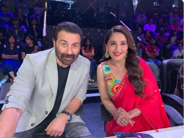 Madhuri Dixit Nene and Sunny Deol  (Picture courtesy: Twitter)