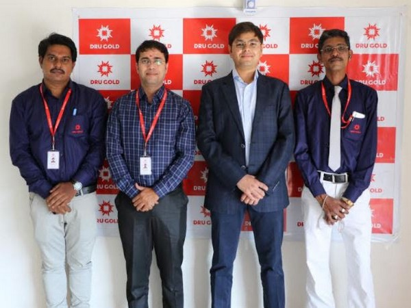 Akhilesh Agarwal, Founder and CEO, DRU GOLD (second from right) with the team at the Chanda Nagar Store Launch