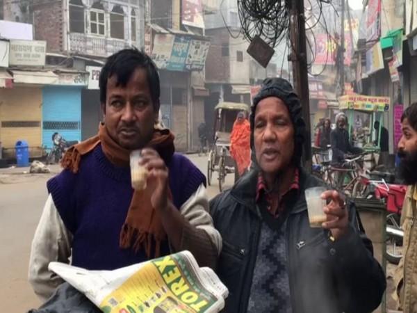 People in Gorakhpur having tea to beat the cold on Wednesday [Photo/ANI]