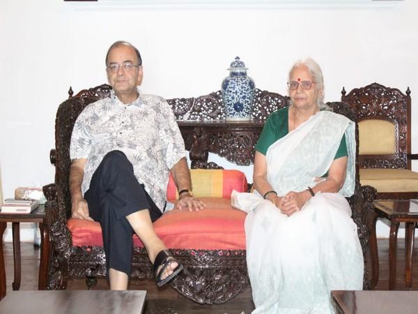 Late former Finance Minister Arun Jaitley with Goa Governor Mridula Sinha. (File Photo)