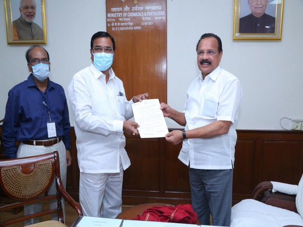 Telangana Agriculture Minister Singireddy Niranjanreddy handing request letter to Sadanand Gowda in New Delhi on Monday. (Picture source: Twitter/ Singireddy Niranjanreddy)