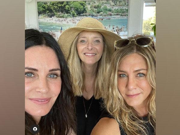 'Friends' co-stars (Image source: Instagram)