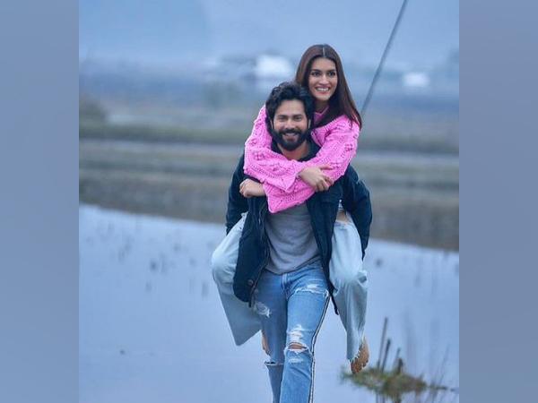 Varun Dhawan and Kriti Sanon (Image source: Instagram)