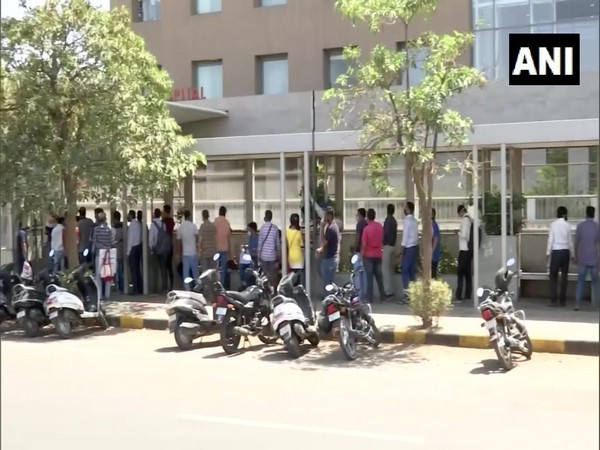 eople queued up outside a private hospital in Gujarat's Ahmedabad to purchase Remdesivir injection (Photo/ ANI)