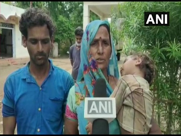 Mother of victim in Guna incident speaking to ANI. [Photo/ANI]