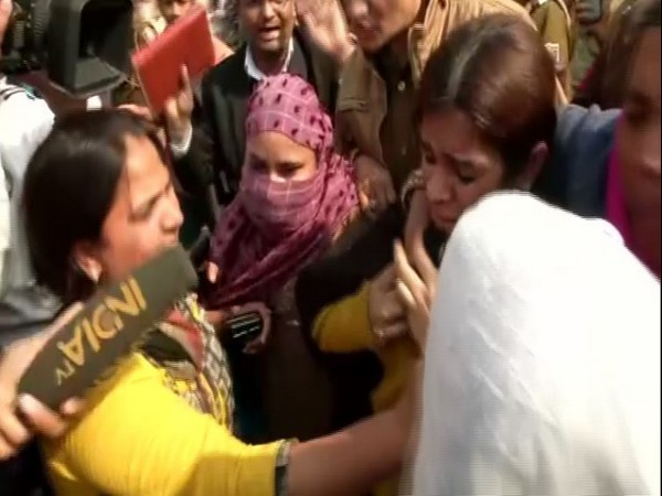 Political analyst Gunja Kapoor in Shaheen Bagh on Wednesday. Photo/ANI