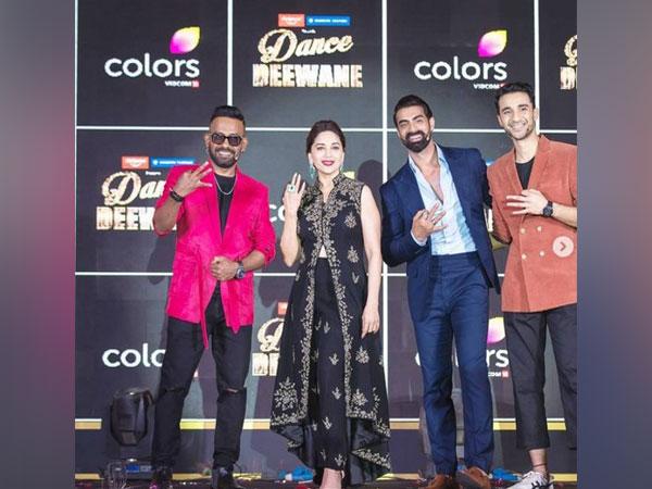 Madhuri Dixit with 'Dance Deewane' team (Image Source: Instagram)