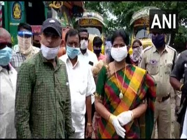 Andhra Pradesh Minister Taneti Vanitha yesterday visited flood-affected Maddura Lanka village in Kovvur Mandal.[Photo/ANI]
