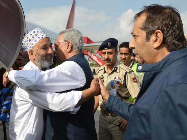 Pilgrims were received by Advisor to Governor Farooq Khan, Divisional Commissioner Kashmir Baseer Khan and Inspector General of Kashmir Police SP Pani on Sunday in Srinagar. Photo/ANI