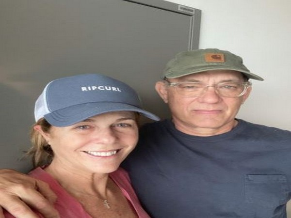 Hanks with wife Rita Wilson (Picture Courtesy: Twitter)