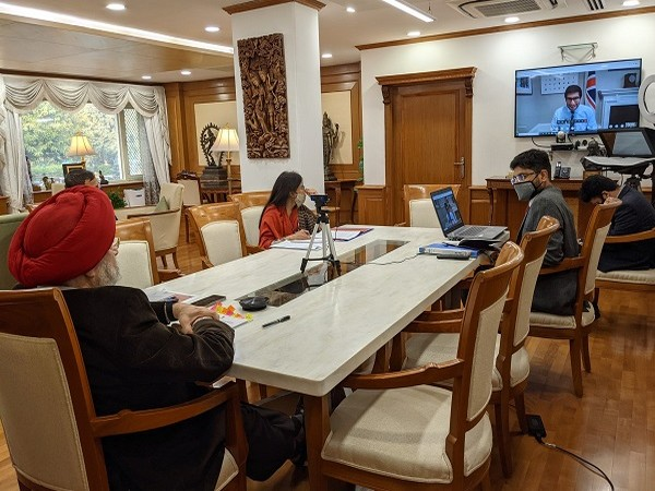 Union Civil Aviation Minister holds discussions with UK Minister (Photo Credit: Twitter/ Hardeep Singh Puri)
